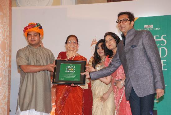 Shree Thaker Bhojanalay: TIMES FOOD AWARD BEST GUJARATI THALI.