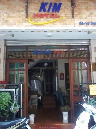 Kim Hotel: Hotel Entrance