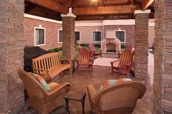 Staybridge Suites Gulf Shores: Outdoor Greatroom