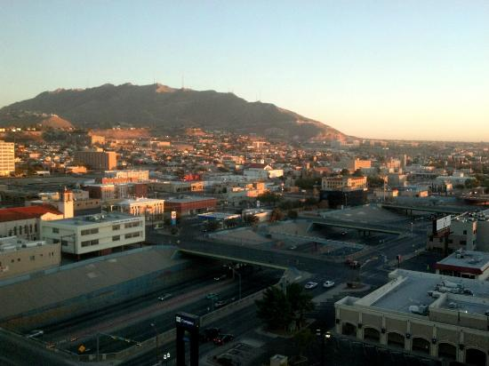 Doubletree Hotel El Paso Downtown/City Center: View from our room on the 16th floor. So pretty!