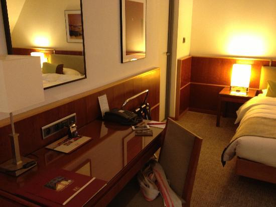 K+K Hotel Cayre: Desk