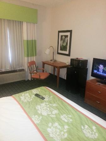 Fairfield Inn & Suites Knoxville/East: View of desk, free mini-fridge and microwave, and tv
