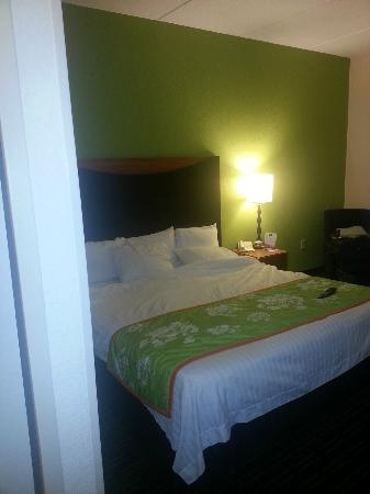Fairfield Inn & Suites Knoxville/East: View of bed