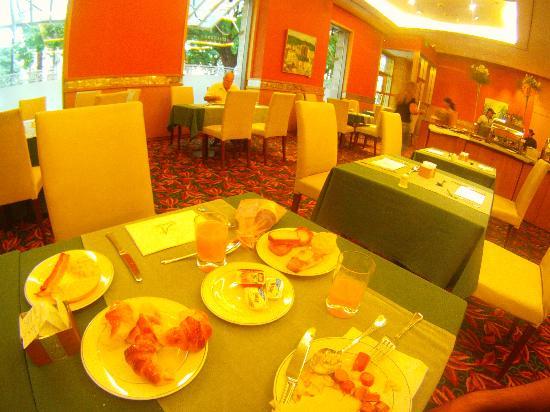 Alejandro I Hotel International Salta: 1° piso, desayuno