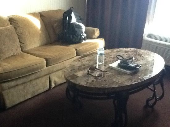 Best Western Plus Abbey Inn: sofa, granite coffee table