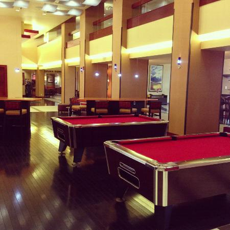 Overland Park Marriott: Lobby Pool Tables