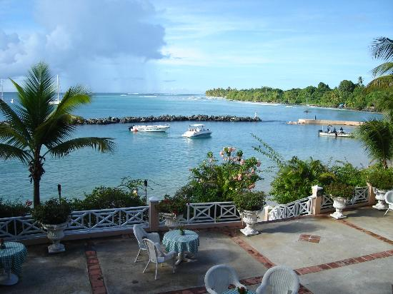 Coco Reef Tobago: The lagoon from the gallery