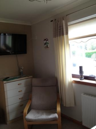 Gleann An Ronnaich : nice size tv in the single room with plenty of channels