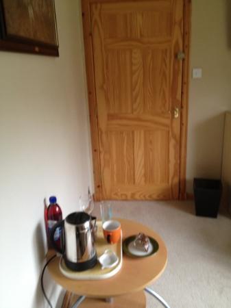 Gleann An Ronnaich : tea and juice tray in single room