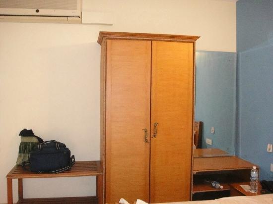 Renzo's Inn: Closet