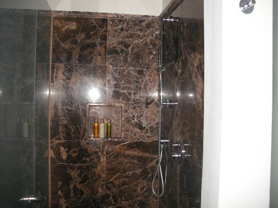 Secrets St. James Montego Bay: gorgeous shower