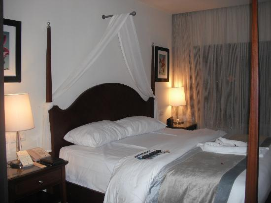 Secrets St. James Montego Bay: comfy bed