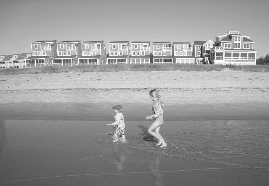 Friendship Oceanfront Suites: Our kids playing on the beach early morning