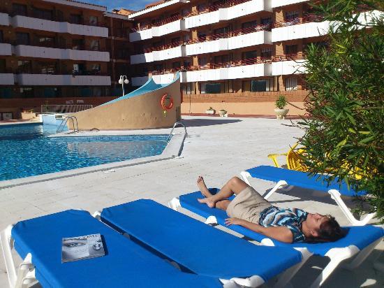 Apartamentos Sa Gavina Gaudí: la piscine et les balcons