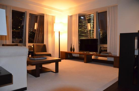 Langham Place, Fifth Avenue: Living room at night