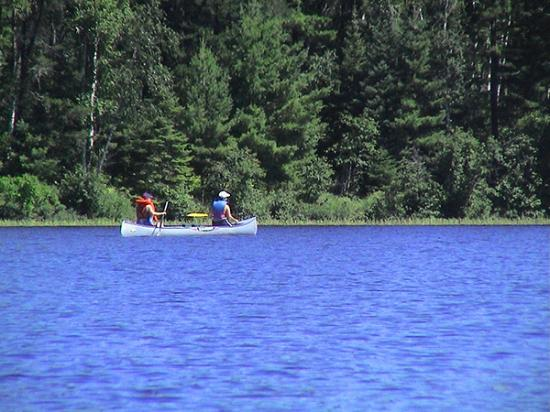 Timber Trail Lodge and Outfitter: Canoeing to the BWCA right from our dock.