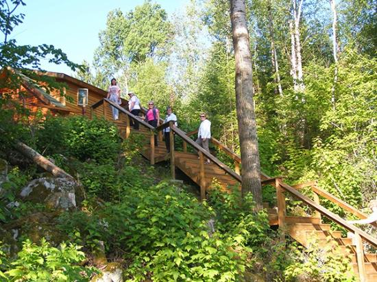 Timber Trail Lodge and Outfitter: stairway from private dock to Diamond Willow cabin