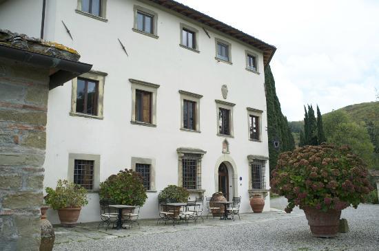 Villa Campestri Olive Oil Resort: Front of Villa Campestri.