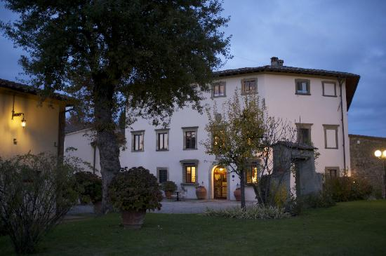 Villa Campestri Olive Oil Resort: Photo of the Villa as evening came.