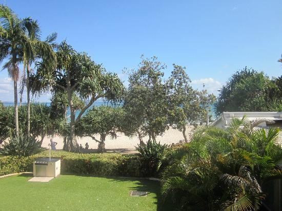Netanya Noosa Resort: beach view