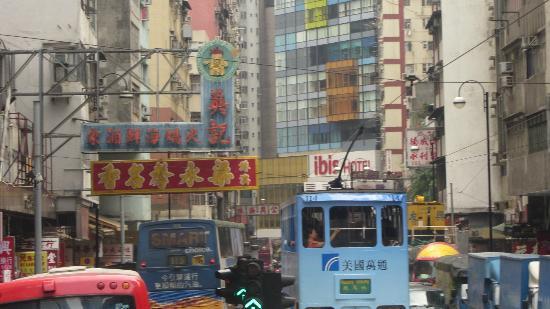 آيلاند باسيفيك هوتل: Street view round the corner from hotel