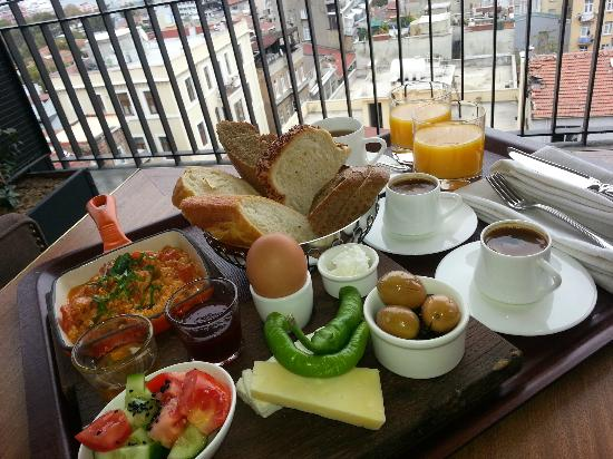 Georges Hotel Galata: Breakfast on our Terrace