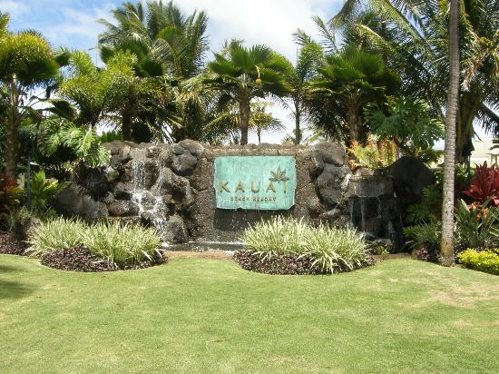 Kauai Beach Resort: Entering the property
