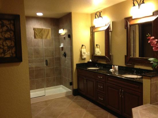 Wyndham Bonnet Creek Resort: Master bathroom Presidential