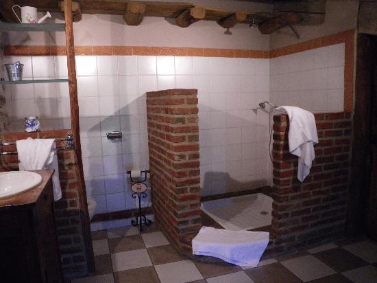 La Ferme de Cornadel: Grenache suite - large bathroom