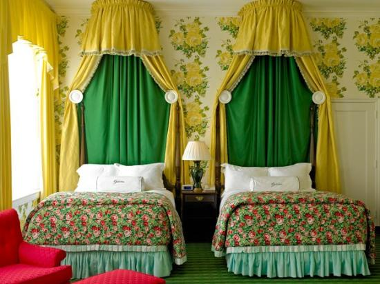 White Sulphur Springs, WV: The Greenbrier Windsor Club Room