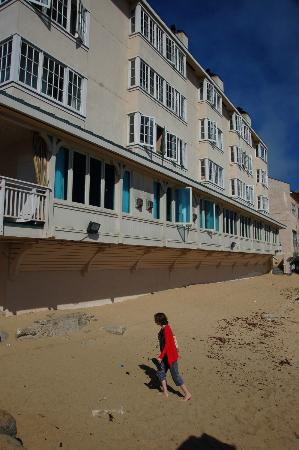Spindrift Inn: The hotel from its beach. The ground floor houses restaurants not attached to the hotel.