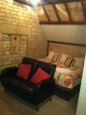 Lygon Arms Hotel: The Owls Nest courtyard room