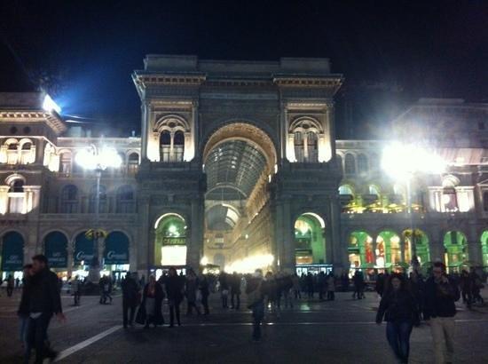 Ibis Milano Centro: Galleria Vittorio Emanuele II