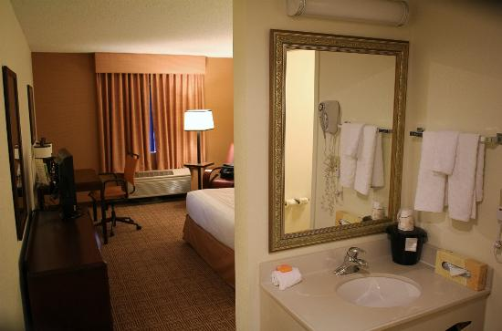 La Quinta Inn & Suites Baltimore BWI Airport: vanity