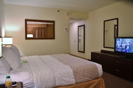 La Quinta Inn & Suites Baltimore BWI Airport: Bedroom