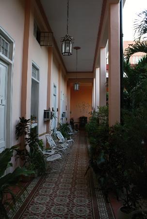 Hostal Autentica Pergola: courtyard