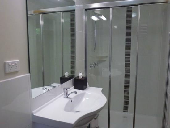 Westwood Lodge : Apartment Three (New) Bathroom