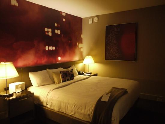 Grand Hyatt New York : this was our bedroom there was a seating area and a walk in wardrobe and bathroom off the entran