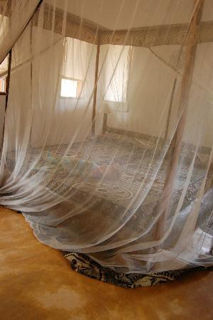 Shamba Kilole Eco Lodge: Bungalow Bed