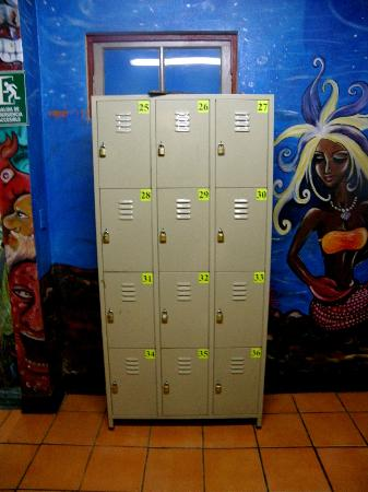 Hostel Pangea: Lockers for everyone!