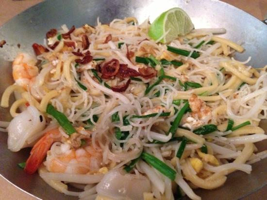 Shiok! A Taste of Singapore: not the normal hokkien mee, but still yummy