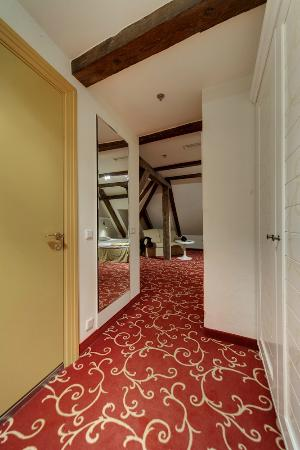 Meriton Old Town Garden Hotel: коридор номера 501