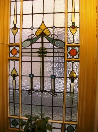 Andorra B&B: Stained glass window on stairs