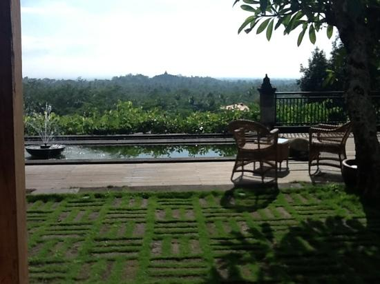 Plataran Borobudur Resort & Spa: View from breakfast dining area to Borobudur temple
