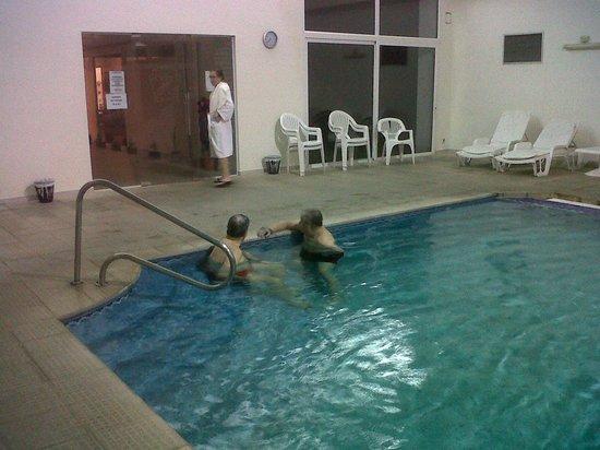 Hotel Nirvana: Esta pileta climatizada es lo más!!!!
