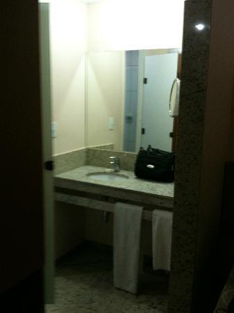 Hotel Dan Inn Anhanguera: A pia dentro do quarto
