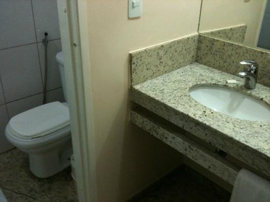 Hotel Dan Inn Anhanguera: O banheiro constrangedor
