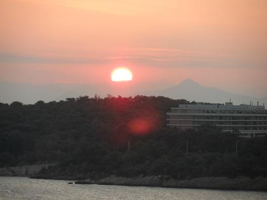 Vouliagmeni Suites: View of Sunset from our room