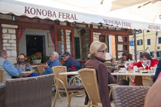 Villetta Phasiana: ресторан рядом с отелем