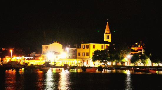 Villetta Phasiana: ночной вид